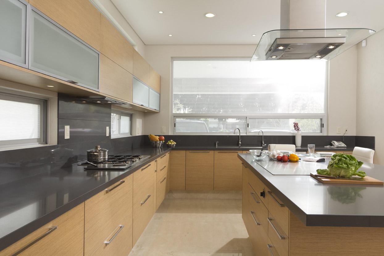 Muebles de cocina con isla central elegant strati grafito for Muebles de cocina con isla central