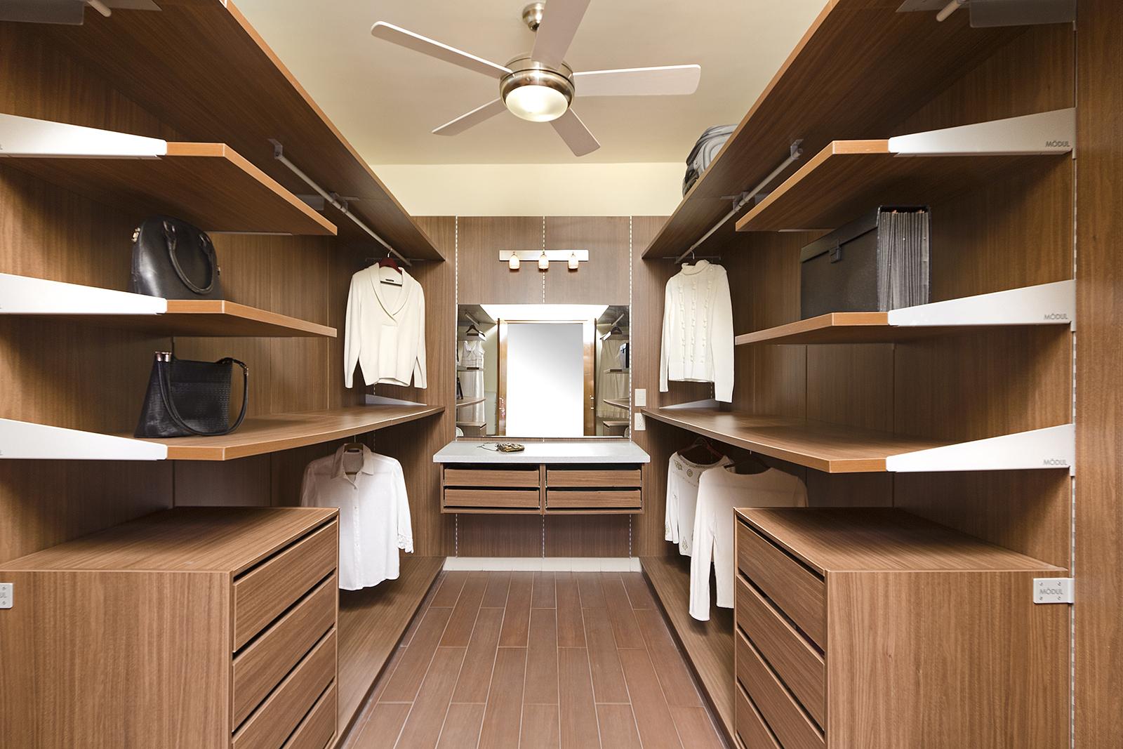 Tips para planear un closet vestidor blog de m dul studio for Disenos de closet para dormitorios pequenos