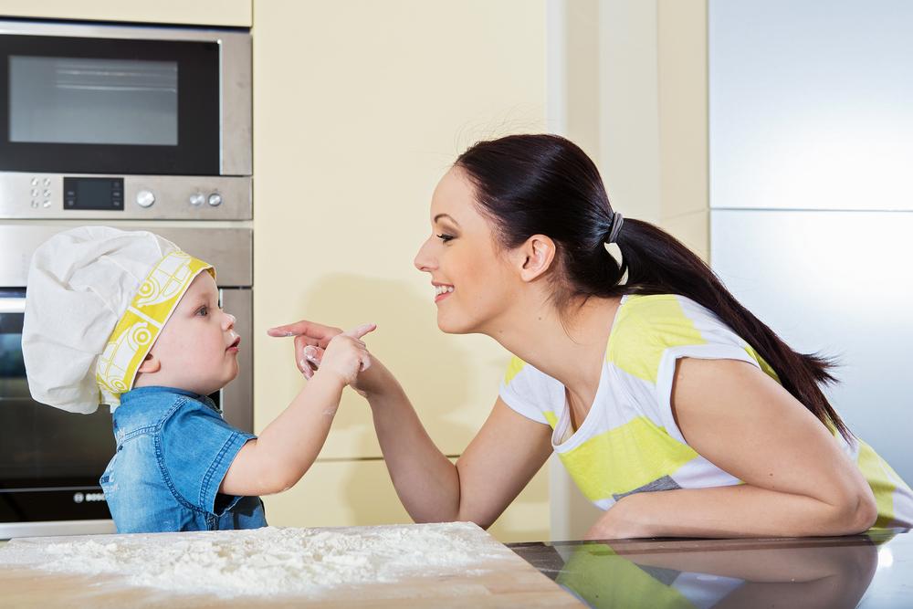 Dise a una cocina segura para familias con ni os blog de - Cocina con ninos pequenos ...