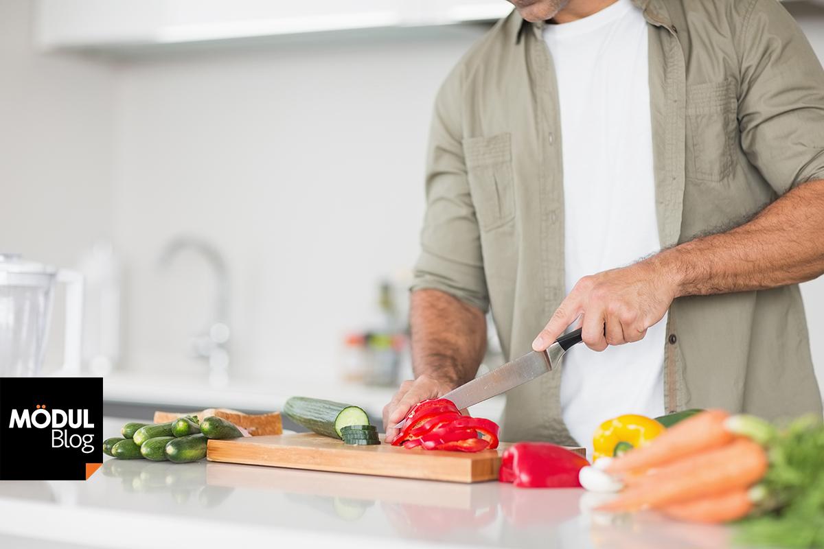 Consejos pr cticos para aplicar en una cocina para zurdos for Utensilios de cocina para zurdos