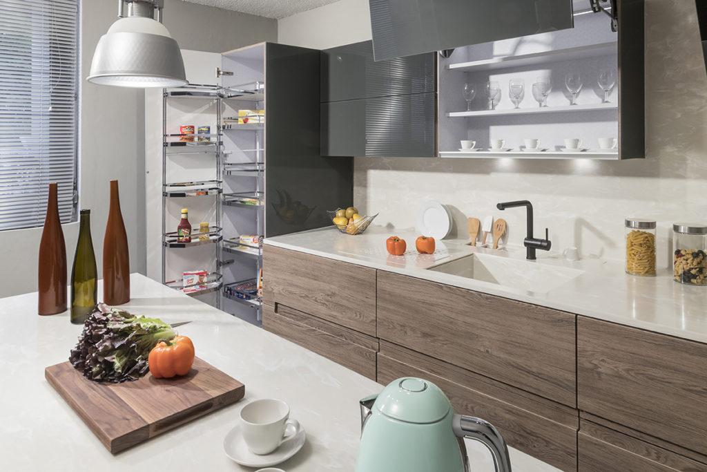 C mo combinar acabados amaderados para dise ar una cocina for Como disenar una cocina moderna